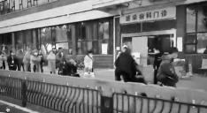 武漢市協和病院の発熱外来前に並ぶ患者(大紀元)